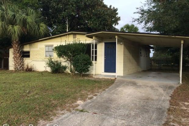 240 Lee Dr. - 240 Lee Drive, Bellair-Meadowbrook Terrace, FL 32073