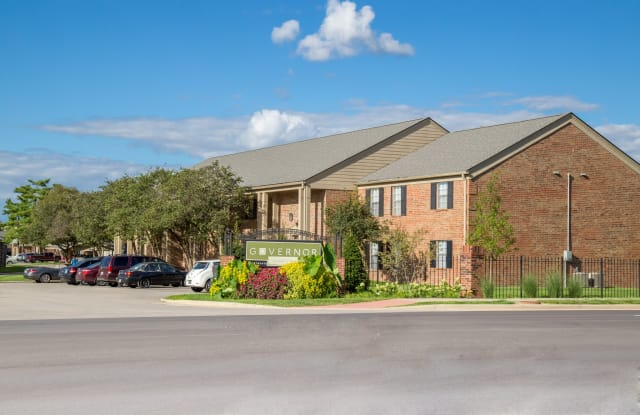 Governor Square Apartments & Townhomes - 1825 Jefferson Dr W, Carmel, IN 46032