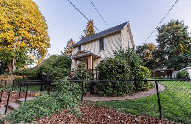 1215 Eugene Street - 1215 Eugene Street, Hood River, OR 97031