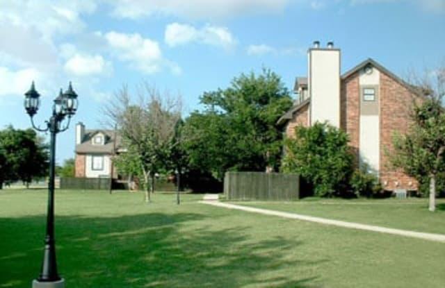 Victorian Square - 1831 John Arden Dr, Waxahachie, TX 75165