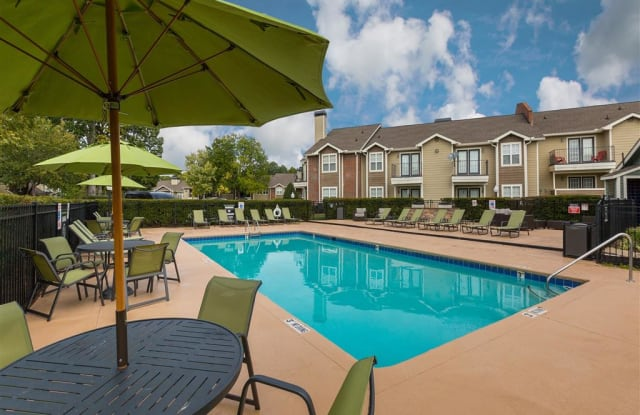 Central on the Green Apartment Homes - 2904 Calvary Dr, Raleigh, NC 27604
