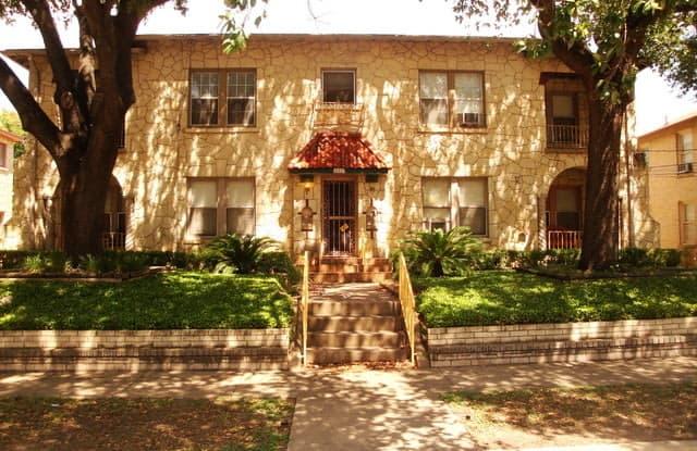 409 W LYNWOOD AVE - 409 West Lynwood Avenue, San Antonio, TX 78212