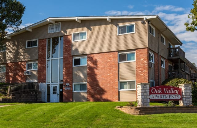 Oak Valley Apartments - 1140 E 37th St, Davenport, IA 52807