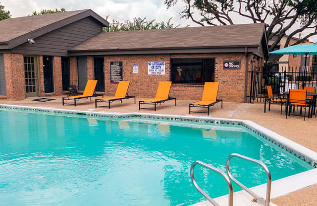 Chelsea Creek Apartments - 4920 Thistle Dr, Tyler, TX 75703
