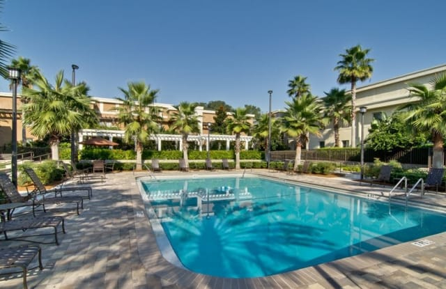 The Q at Maitland Luxury Apartment Homes - 430 E Packwood Ave, Maitland, FL 32751