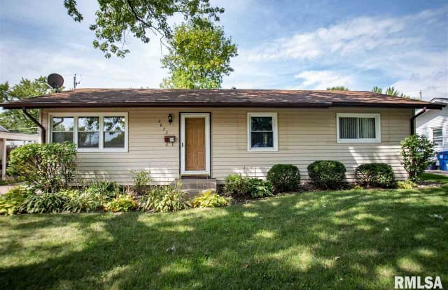 2622 HOLLY Drive - 2622 Holly Drive, Bettendorf, IA 52722