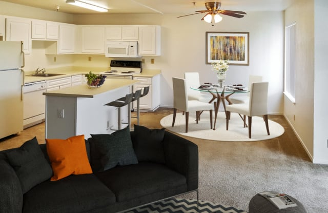 Quail Hill Apartments - 20800 Lake Chabot Rd, Castro Valley, CA 94546