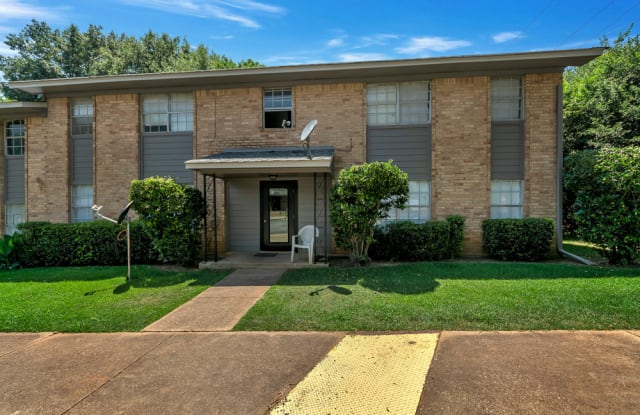 Troup Townhomes - 400 East Magnolia St, Troup, TX 75789