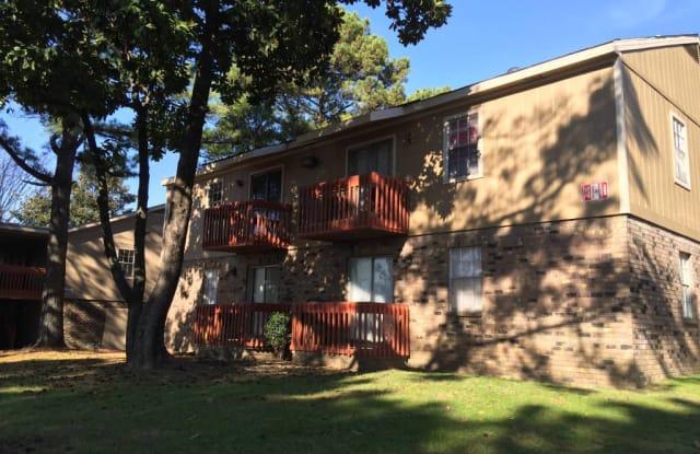 DOGWOOD TRACE APARTMENTS - 4635 Forest Oak Way, Memphis, TN 38118