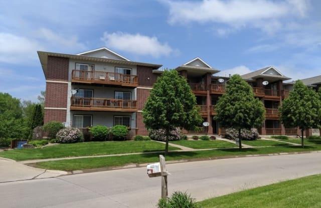 546 Westside Drive - 546 Westside Drive, Iowa City, IA 52246