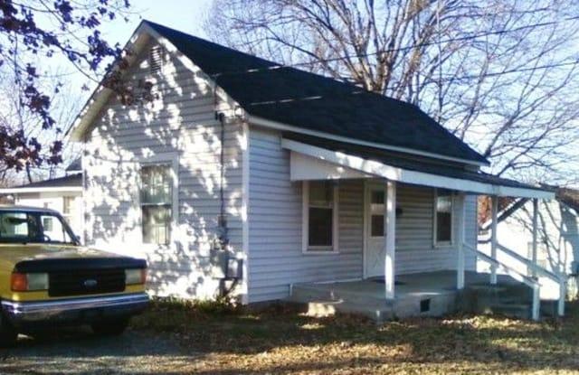 460 Elmira St - 460 Elmira Street, Burlington, NC 27217