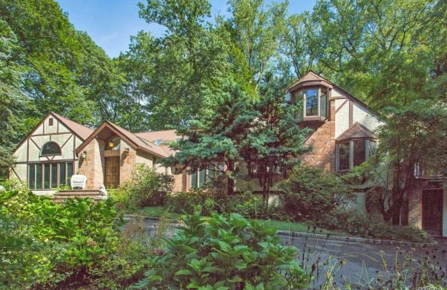 18 Lattingtownridge Ct - 18 Lattingtown Ridge Ct, Lattingtown, NY 11560