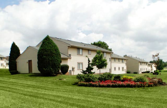 Rolling Hills - 1701 Taxville Rd Unit 3D, York, PA 17408