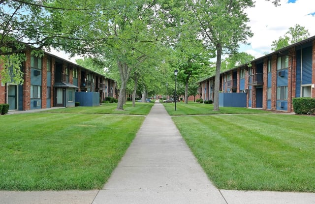 Kingston Square Apartments - 7171 Twin Oaks Dr, Indianapolis, IN 46226
