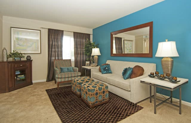 Andrews Ridge - 5635 Regency Park Ct, Suitland, MD 20746