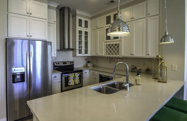 Solstice Signature Apartment Homes - 7511 Solstice Circle, Orlando, FL 32821