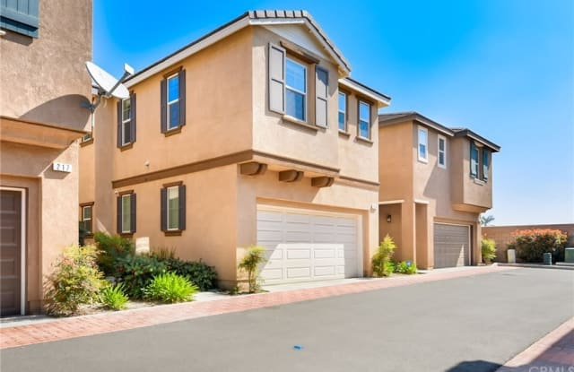 277 Bloomington Ave - 277 Bloomington Avenue, Rialto, CA 92376