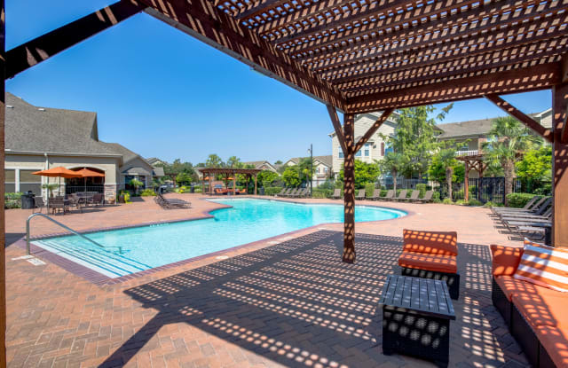 Villas of Kingwood - 300 Forest Center Dr, Houston, TX 77339