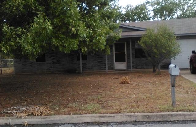 713 Oakhaven Rd - 713 Oakhaven Rd, Pleasanton, TX 78064