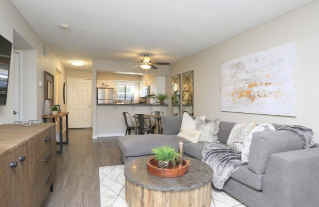 Ellington Apartment Homes - 4849 El Cemonte Ave, Davis, CA 95618