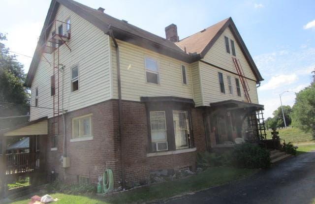 938 Maple Ave - 938 Maple Avenue, Zanesville, OH 43701