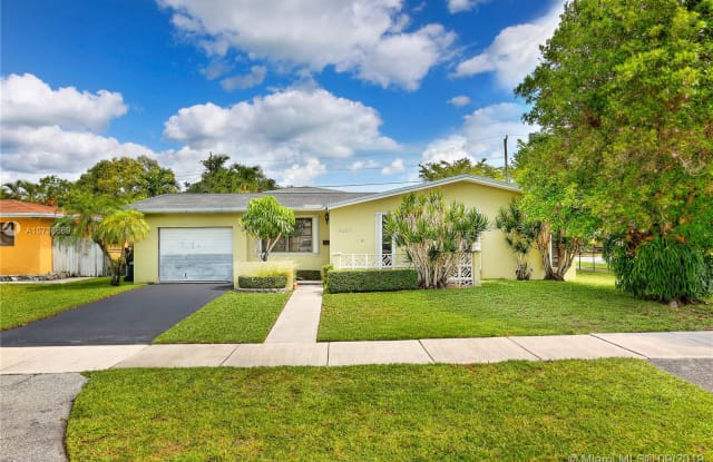 9361 SW 52nd Ter - 9361 Southwest 52nd Terrace, Olympia Heights, FL 33165