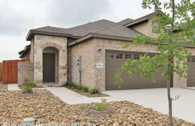 656 Creekside Circle - 656 Creekside Circle, New Braunfels, TX 78130