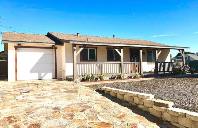 711 West Elder Street - 711 West Elder Street, Fallbrook, CA 92028