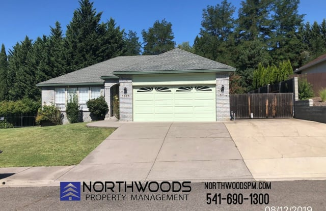 1517 Cypress Point Dr - 1517 Cypress Point Drive, Medford, OR 97504
