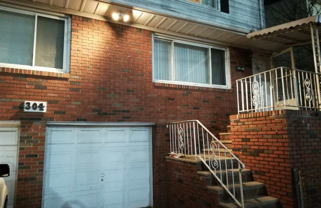 304 WOODCLIFF AVE - 304 Woodcliff Avenue, North Bergen, NJ 07047