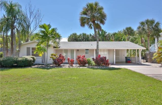 211 ISLAND CIRCLE - 211 Island Circle, Siesta Key, FL 34242
