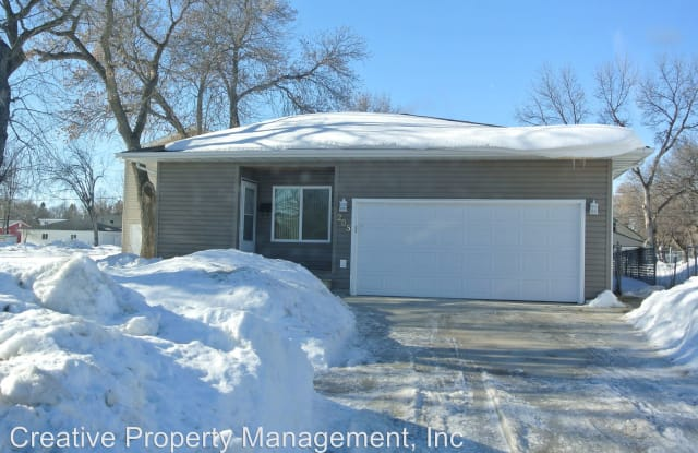 205 20th st. NW - 205 20th Street Northwest, Minot, ND 58703
