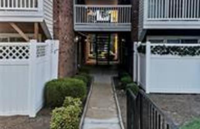 530 Nirk Avenue - 530 Nirk Avenue, Kirkwood, MO 63122