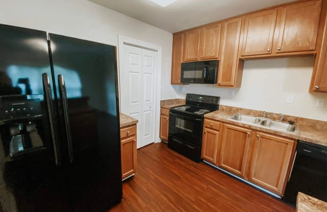 Walkers Chase Townhomes - 8581 Tidewater Dr, Norfolk, VA 23503