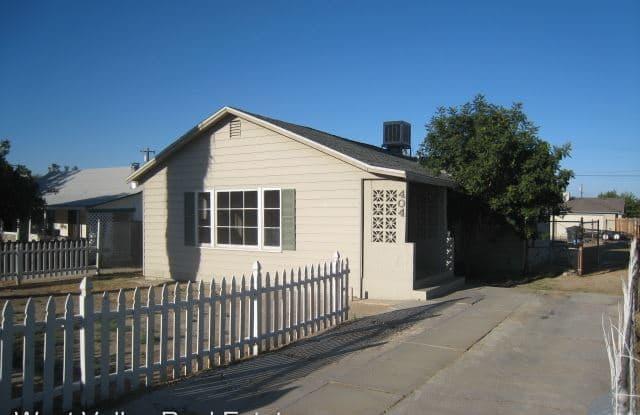404 Fillmore Street - 404 Fillmore Street, Ford City, CA 93268