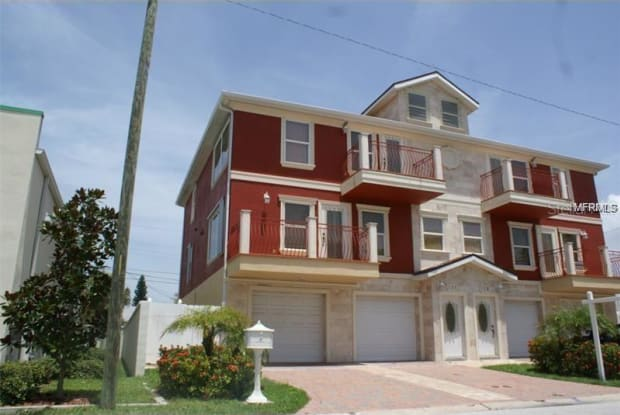 114 143RD AVENUE E - 114 143rd Ave E, Madeira Beach, FL 33708