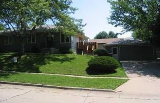 613 Spring St - 613 East Spring Street, Des Moines, IA 50315