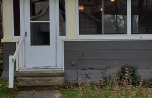 206 Olivet Ave A - 206 Olivet Avenue, Portage Lakes, OH 44319