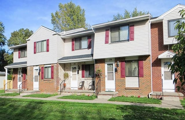 Parkway Manor Apartments - 32 Portland Pkwy, Rochester, NY 14621