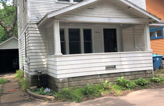 816 Locust Pl - 816 Locust Place, Kalamazoo, MI 49008