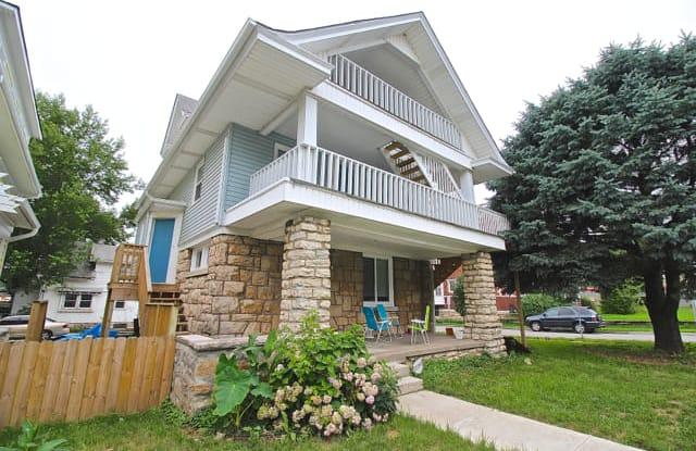 Watkins Place - 1215 Brush Creek - 1215 Brush Creek, Kansas City, MO 64110