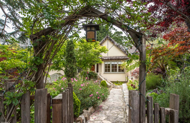 3770 Stone's Throw - 2505 2nd Avenue, Monterey County, CA 93923