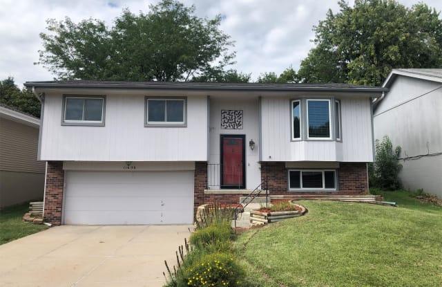 11636 Hartman Ave - 11636 Hartman Ave, Omaha, NE 68164