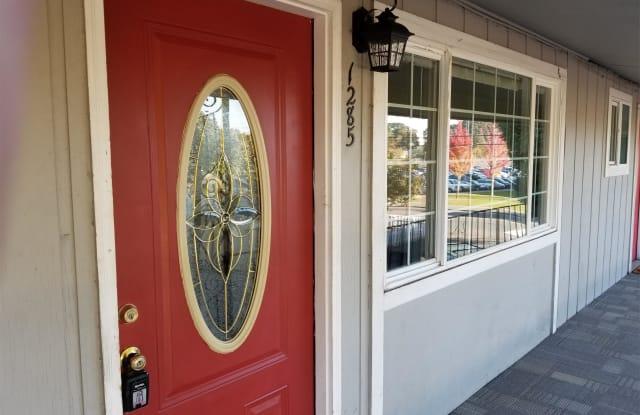1285 D Street NE - 1285 D Street Northeast, Salem, OR 97301