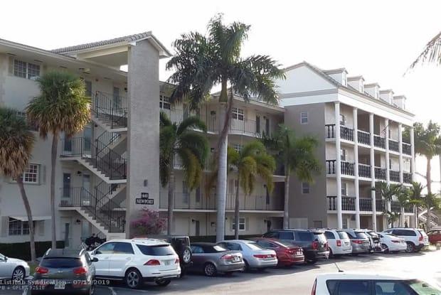 440 Paradise Isle Blvd - 440 Paradise Isle Boulevard, Hallandale Beach, FL 33009
