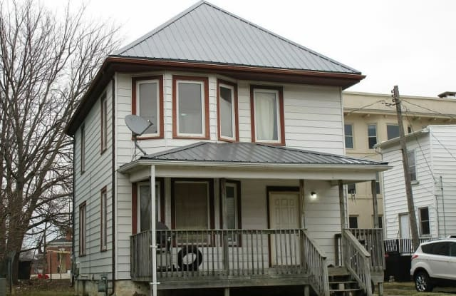 319 Randolph Street - 319 Randolph Street, Waterloo, IA 50701