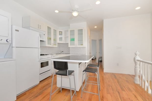 121 1/2 COTTAGE ST - 121 1/2 Cottage St, Jersey City, NJ 07306