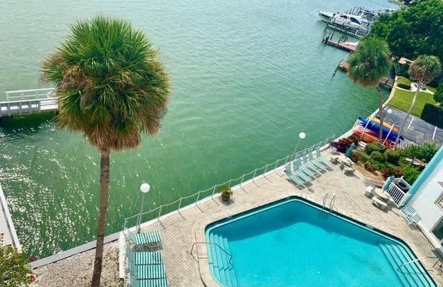 285 107TH AVENUE - 285 107th Avenue, Treasure Island, FL 33706