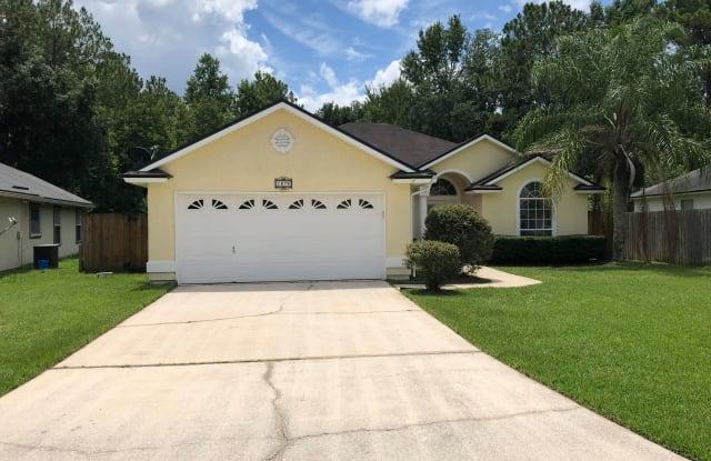 1676 NORTHGLEN CIR - 1676 Northglen Circle, Lakeside, FL 32068