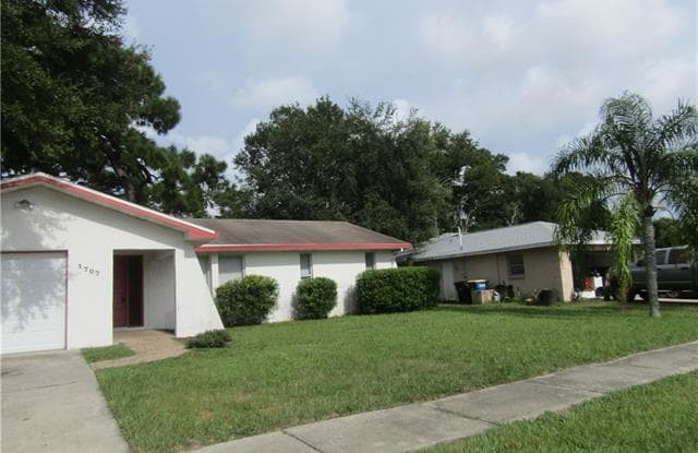 1707 Sharondale DR - 1707 Sharondale Drive, Clearwater, FL 33755